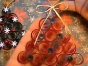 Quilling - jednoduchý vianočný stromček z papiera