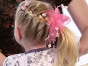 Účes na dlhé vlasy - zapletaný cop na strane - účes pre dievčatá -vrkoč - chvost