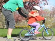 Ako naučiť dieťa bicyklovať - jazda na bicykli bez pomocných koliesok