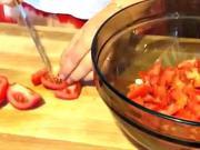 Paradajkový šalát - recept na paradajkový šalát so zálievkou z cesnaku a horčice