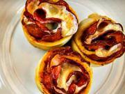 Pizza muffiny - recept na pizza muffiny se salámem a sýrem