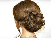 Jednoduchý romantický účes pre stredne dlhé vlasy