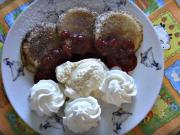 Lívance s horkými malinami a vanilkovou zmrzlinou - recept