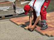 Pokládka betónovej dlažby - ako sa kladie zámková dlažba v exterieri