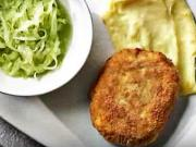 Mletý řízek se sýrem a okurkovým salátem - recept