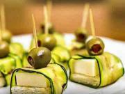 Syrové jednohubky s cuketou a olivami - recept