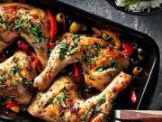 Pečené kuracie stehná  s paprikami a bylinkami - recept