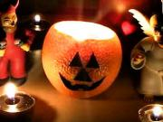 Halloweenská svíčka z pomeranče