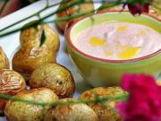 Pečené zemiaky - recept na pečené zemiaky s dipom z kyslej smotany