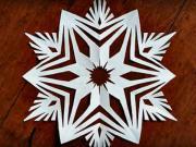 Snehová vločka z papiera