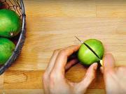 Krájanie limetky / citrónu  - ako krájať limetku aby ste dostali maximum džusu