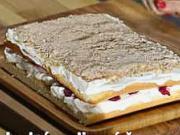 Malinové řezy - recept na malinové řezy se smetanovým krémem a mandlemi