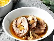 Pečená bravčová krkovička plnená cibuľovou marmeládou - recept