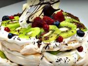 Pavlova torta s čokoládou a ovocím - recept