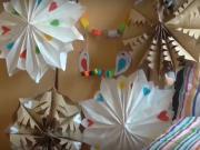 Papierové ozdoby na záhradnú párty