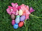 Veľkonočné vajíčka dekorované niťou