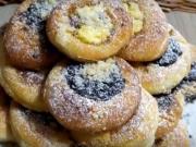 Moravské koláče plnené domácim džemom, makom, tvarohom s posýpkou