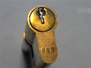 Zlomený kľúč - ako vybrať  zlomený kľúč zo zámku