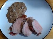 Bravčová panenka v slanine s hubovou omáčkou