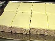 Ořechové žloutkové řezy - recept na ořechovo-žloutkový koláč